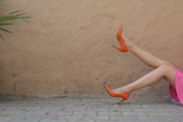 nogi kobiety w obcasach